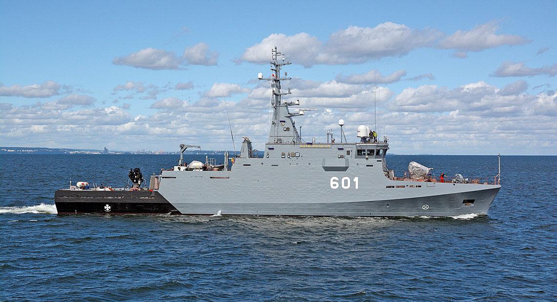 """Budowa prototypowego niszczyciela min projektu 258 Kormoran II jest jedynym zrealizowanym zamierzeniem z programu """"Zwalczanie zagrożeń na morzu"""". Okręt odbywa obecnie cykl prób morskich, w tym pomiarów pól fizycznych i testów elementów systemu walki przeciwminowej."""