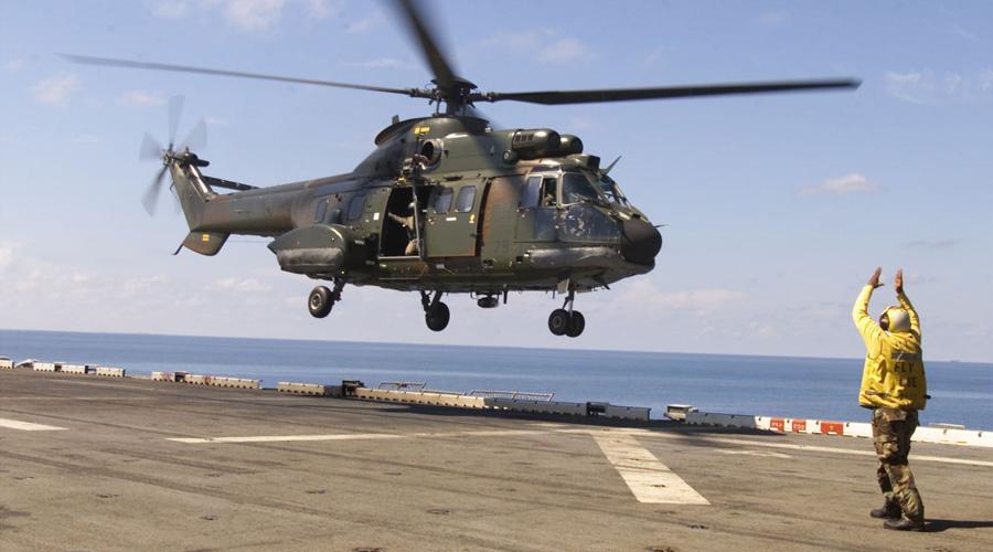 Singapur jest długoletnim użytkownikiem śmigłowców Eurocoptera/Airbusa, pierwsze Super Pumy rozpoczęły tam służbę w 1983 roku. Fot. US Navy.