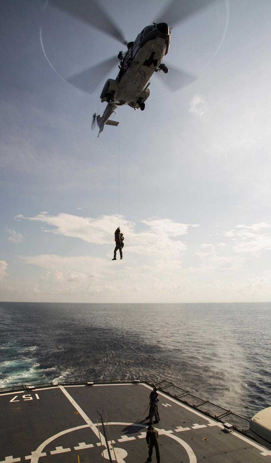 Wśród zadań Super Pum i Cougarów jest także wsparcia cywilnych służb porządku publicznego. Fot. Ministerstwo Obrony Australii.