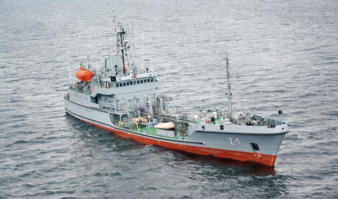 Zbiornikowiec zaopatrzenia w materiały  paliwowo-smarne ORP Bałtyk. Zdjęcie z 2013r.  Fot. Tomasz Grotnik