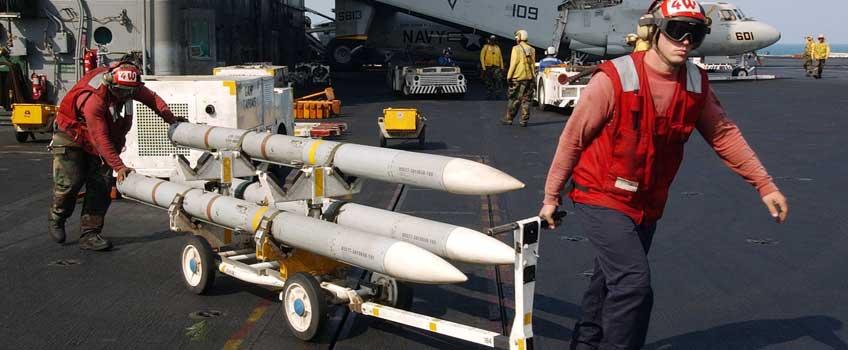 Transport kierowanych pocisków rakietowych Raytheon AIM-120C-7 AMRAAM