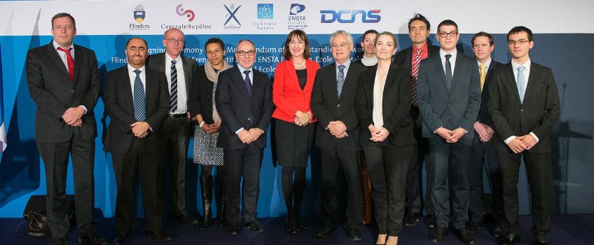 Uczestnicy uroczystości podpisania porozumienia o współpracy pomiędzy Uniwersytetem Flindersa z Adelajdy oraz czterema uczelniami francuskimi.
