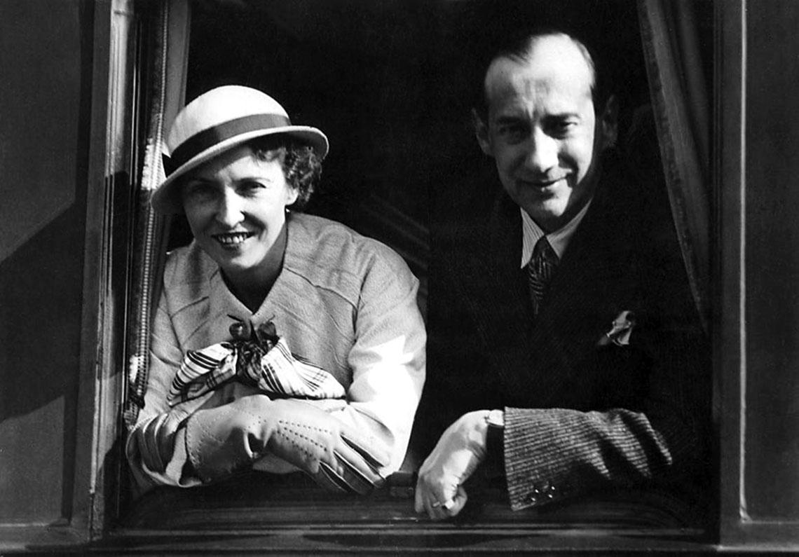 Przed wejściem na światową arenę Józef Beck zdołał uporządkować swoje najważniejsze sprawy prywatne – mianowicie przeprowadził rozwód z pierwszą żoną i ożenił się z Jadwigą Salkowską (na zdjęciu), rozwiedzioną z generałem dywizji Stanisławem Burhardt-Bukackim.