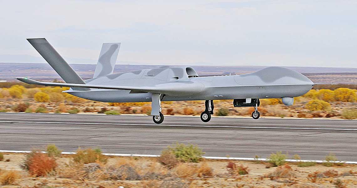 Avenger ER startuje do swojego pierwszego lotu. Maszynę łatwo odróżnić od poprzedniej wersji po niewielkich wingletach na końcach skrzydeł.
