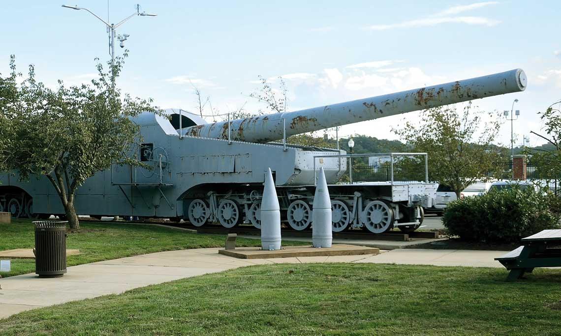 Armata Mk4 kal 356mm na platformie kolejowej
