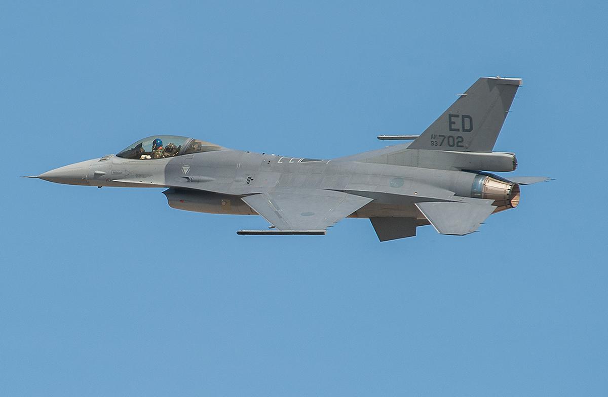 Wielozadaniowy samolot myśliwski F-16V podczas pierwszego lotu, który miał miejsce 16 października 2015 roku. Fot. Randy Crites/Lockheed Martin