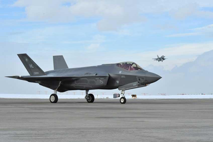 Liczba F-35 dostarczonych użytkownikom przekroczyła 200 egzemplarzy. Na początku lutego bieżącego roku Departament Obrony USA ogłosił zawarcie kontraktu na dostawę kolejnej transzy samolotów tego typu, które jednocześnie mają być znacznie tańsze od maszyn wcześniej zamówionych. Fot. US Air Force photo /R. Nial Bradshaw
