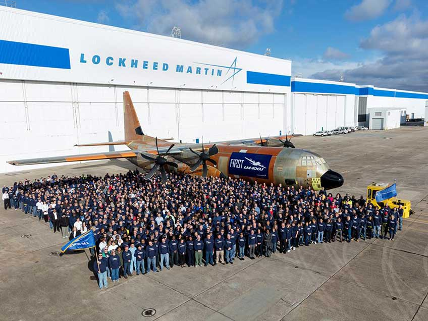 Średni samolot transportowy LM-100J Super Hercules