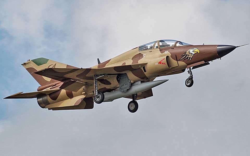 Szkolno-bojowy JL-9 w afrykańskim kamuflażu.