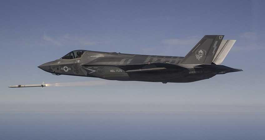 F-35 odpala AIM-132 ASRAAM