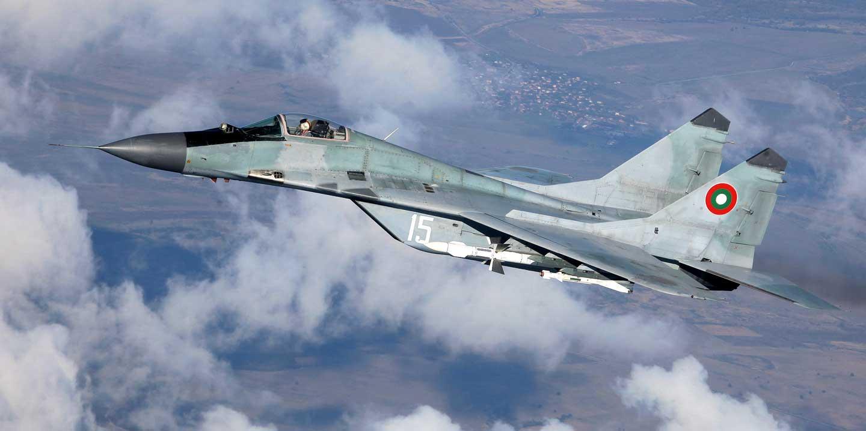 """MiG-29 uzbrojony w pociski rakietowe """"powietrze-powietrze"""" R-27R i R-60M."""