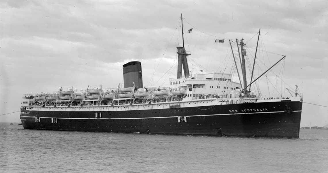 New Australia (ex Monarch of Bermuda) w barwach armatora Shaw