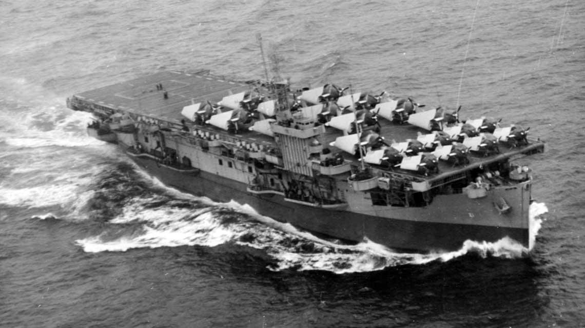 Lotniskowiec USS Block Island z samolotami Avenger i Hellcat