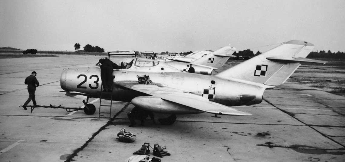 UTI-MiG-15