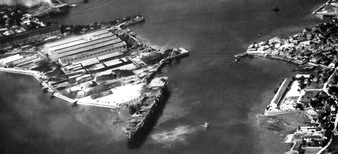 uszkodzenia lotniskowca Amaga podczas nalotów 24 lipca 1945 r.