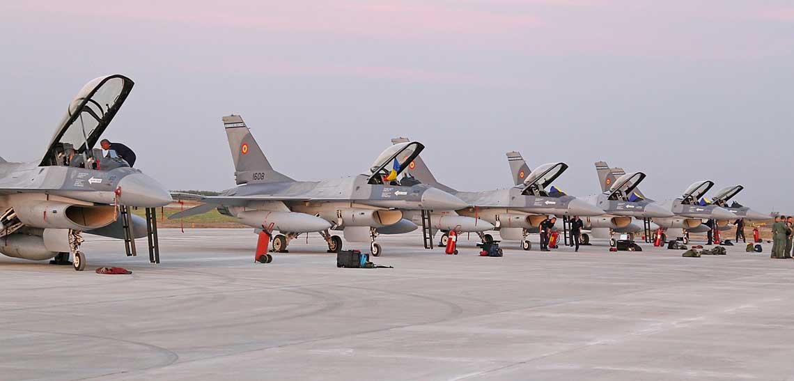 Sześć pierwszych F-16 przyjętych do wyposażenia Sił Powietrznych Rumunii