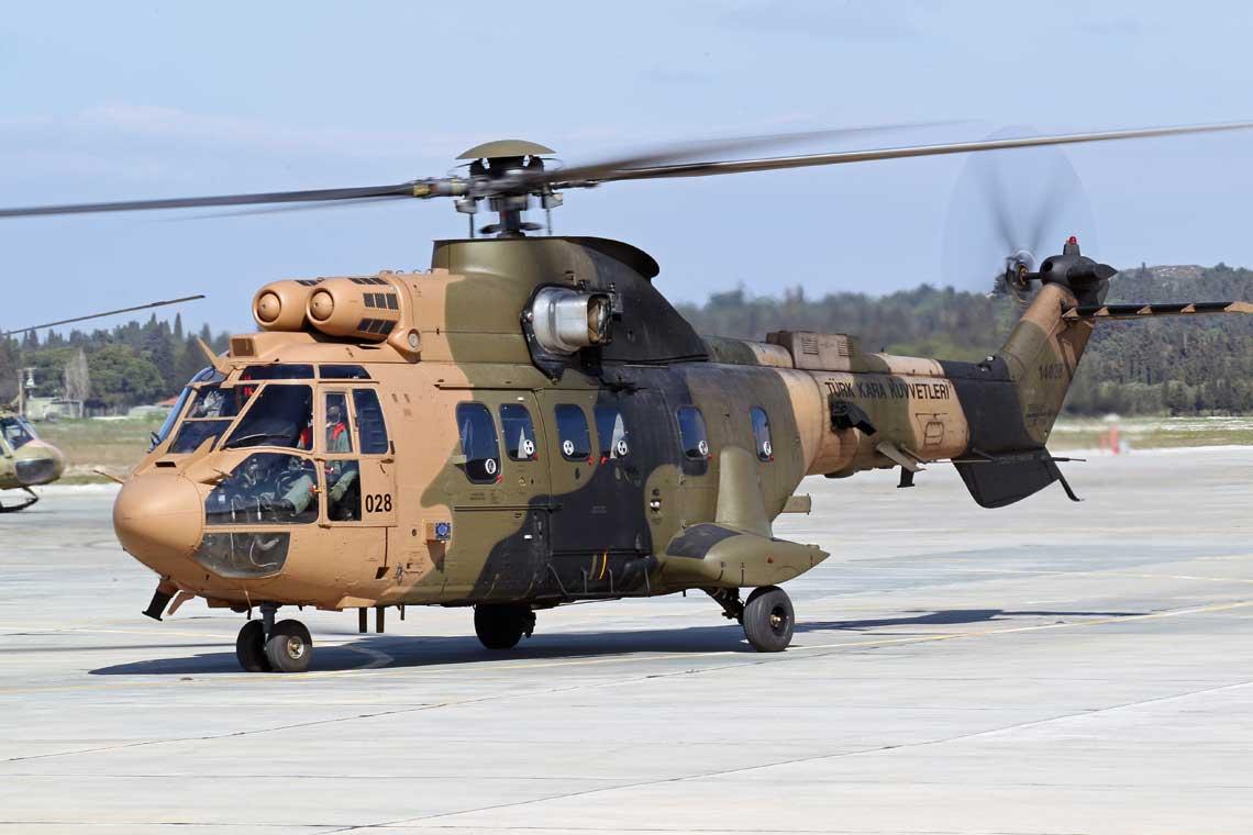 3. Pułk Lotniczy z bazy Gaziemir dysponuje dwoma dywizjonami śmigłowców: średnich AS532UL Cougar (na zdjęciu) oraz lekkich UH-1H i AB205.