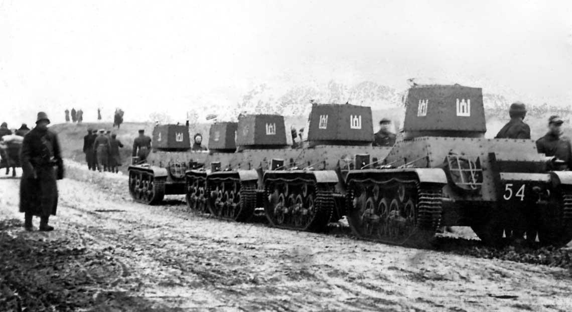 Jesień 1939 r.: litewskie 4-tonowe Vickersy podążają doWilna. Republika Litewska zyskała Wilno kosztem utraty niepodległości – także przez Łotyszy i Estończyków.