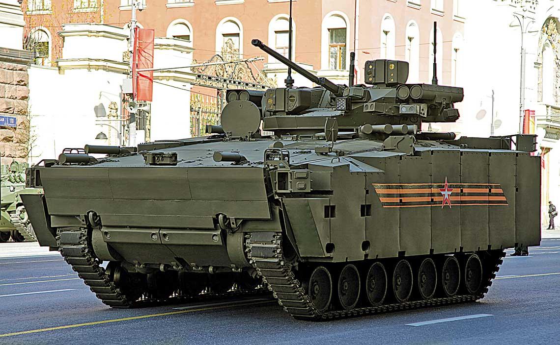 """Bojowy wóz piechoty Kurganiec-25 w konfiguracji """"defiladowej"""""""