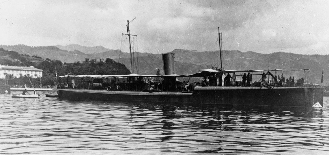 Flagowiec Millo z rajdu do Dardaneli – torpedowiec Spica w La Spezii. Fot. NHHC