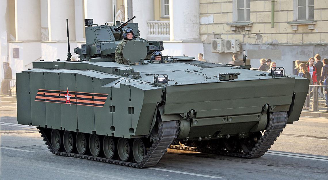 """Transporter opancerzony Kurganiec w konfiguracji """"defiladowej""""."""