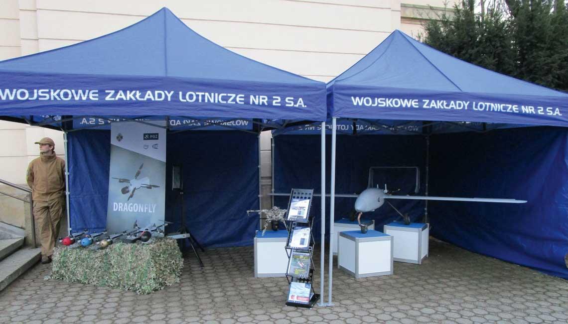 Wchodząc na rynek systemów bezzałogowych WZL nr 2 S.A. pokazują, że pomysł na przejście z podmiotu ukierunkowanego na obsługę i remonty na firmę innowacyjną, zajmującą się produkcją wysokozaawansowanego sprzętu dla wojska oraz innych odbiorców, to przysłowiowy strzał w dziesiątkę. Fot. WZL nr 2 S.A.