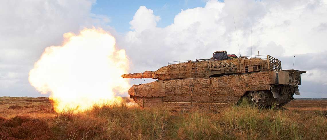 Współczesny czołg podstawowy to złożony system bojowy, o którego efektywności na polu walki decyduje wiele czynników, w tym nowoczesna amunicja, pozwalająca na skuteczne zwalczanie różnorodnych celów, a zarazem bezpieczna dla załogi czołgu.