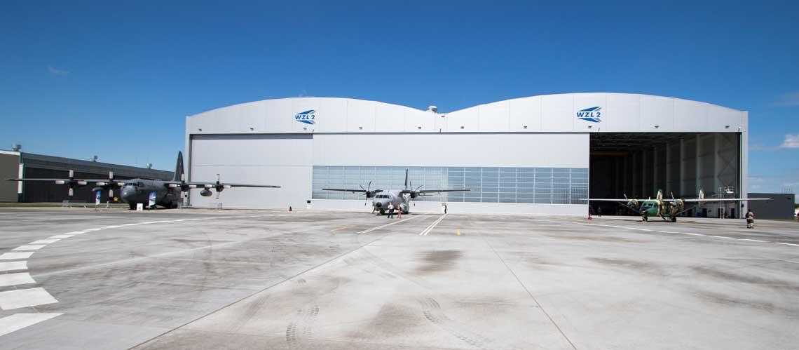 Wizytówka WZL nr 2 S.A. – oddany do użytku w ub. roku duży hangar dla samolotów transportowych i komunikacyjnych z malarnią i halą obsługi. Fot. Przemysław Roliński