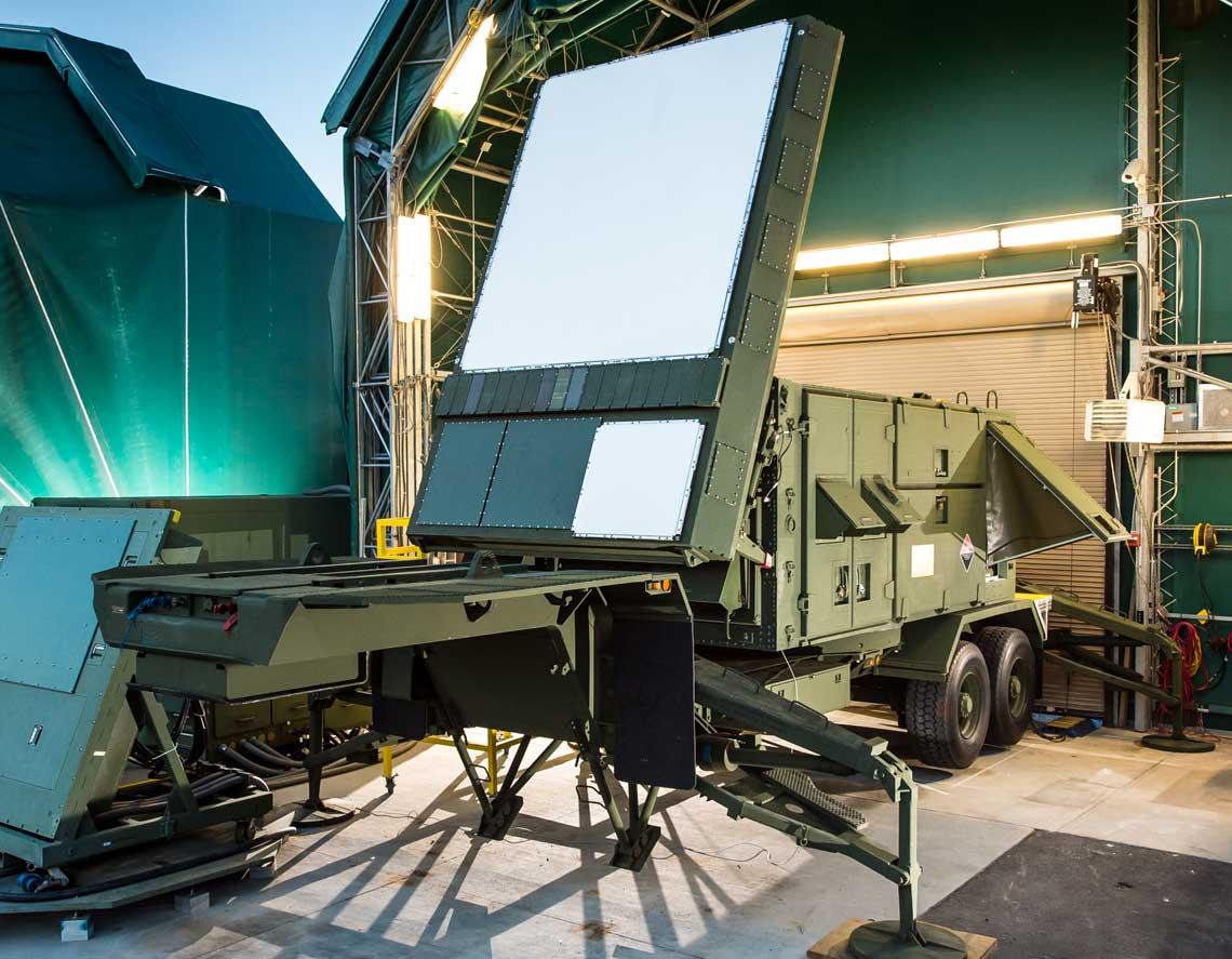 Wykonane w technologii azotku galu anteny radiolokacyjnej stacji kierowania ogniem systemu przeciwlotniczego i przeciwrakietowego Patriot NG podczas prób w ośrodku doświadczalnym w Pelham. Fot. Raytheon