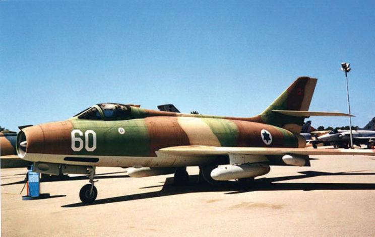 Wojna Sześciodniowa 1967. Lotnictwo-myśliwsko bombowe Izraela dysponowało samolotami Mystere (na zdjęciu) oraz Ouragan. Ponadto do bezpośredniego wsparcia wojsk wykorzystano doraźnie uzbrojone odrzutowce szkolno-treningowe Magister.