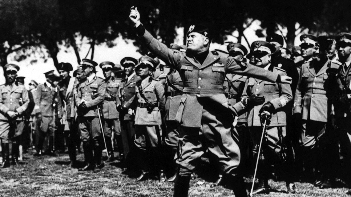 Benito Mussolini snuł plany budowy wielkiego imperium kolonialnego. Włoski dyktator rościł sobie pretensje doafrykańskich posiadłości Wielkiej Brytanii i Francji.