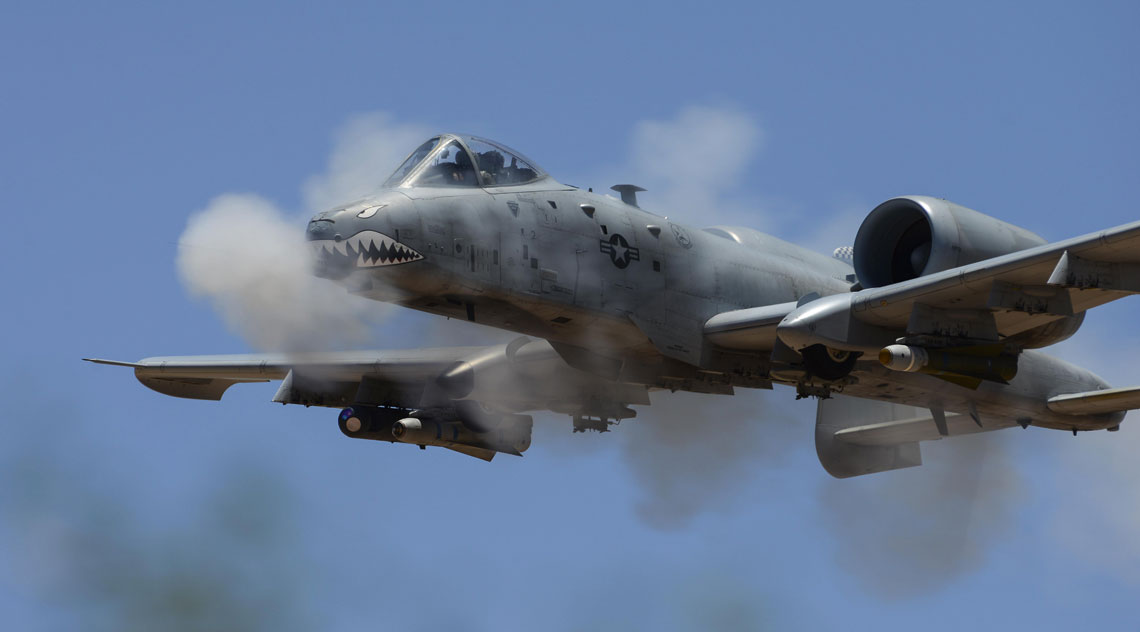 Pomimo, że A-10 Thunderbolt II to konstrukcja rodem z lat siedemdziesiątych ubiegłego wieku,  to dzięki programom modernizacyjnym jest wyposażona w nowoczesną awionikę  i skuteczne lotnicze środki bojowe.