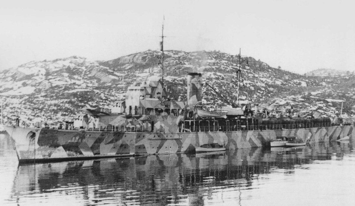 Brummer w kampanii norweskiej. Okręt w kamuflażu, prawdopodobnie z 1942 r.  Fot. zbiory Andrzeja Danilewicza