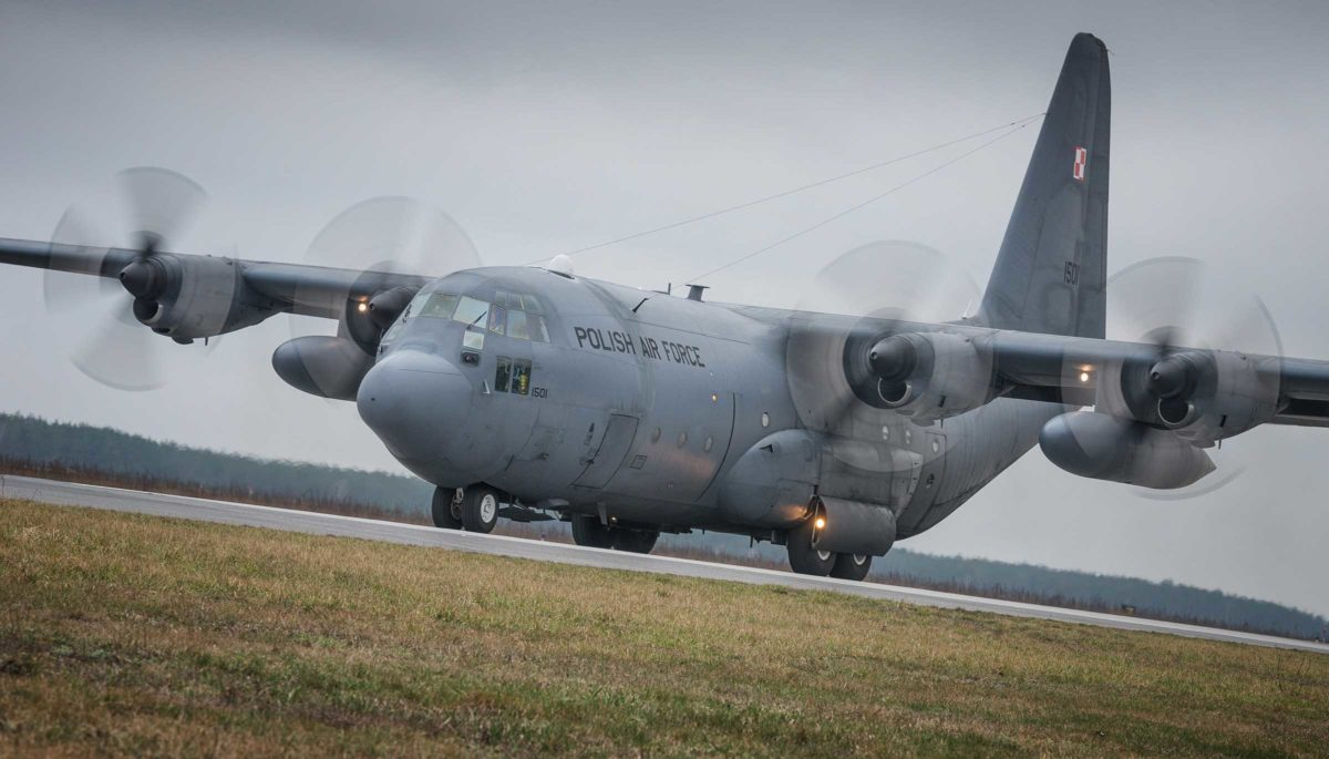 Siły Powietrzne dysponują samolotami transportowymi C-130E Hercules od ośmiu lat; obecnie Polska eksploatuje pięć maszyn tego typu. Fot. Piotr Łysakowski