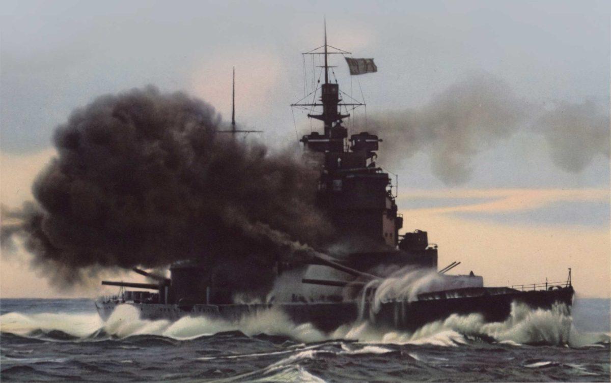Słynne zdjęcie pancernika Duke of York wykonane podczas bitwy z Scharnhorstem. Tu w wersji kolorowanej z plakatu propagandowego. Fot. University of Minnesota