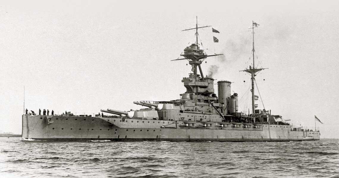 Queen Elizabeth prawdopodobnie po zakończeniu I wojny światowej. Na wieży B platforma startowa dla samolotu. Fot. archiwum redakcji