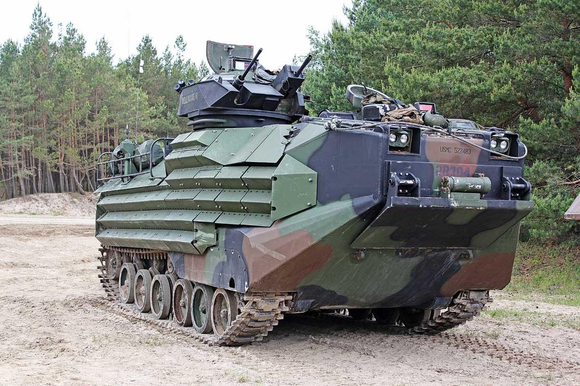 Transporter AAV7A1 RAM/RS zpancerzem EAK na plaży wWicku Morskim.