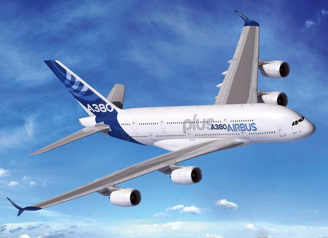 Spośród nowości Airbusa największym zainteresowaniem cieszył się projekt nieznacznej modyfikacji samolotu A380,  obejmujący zmiany w kabinie oraz montaż podwójnych wingletów na końcach skrzydeł. Rys. Airbus