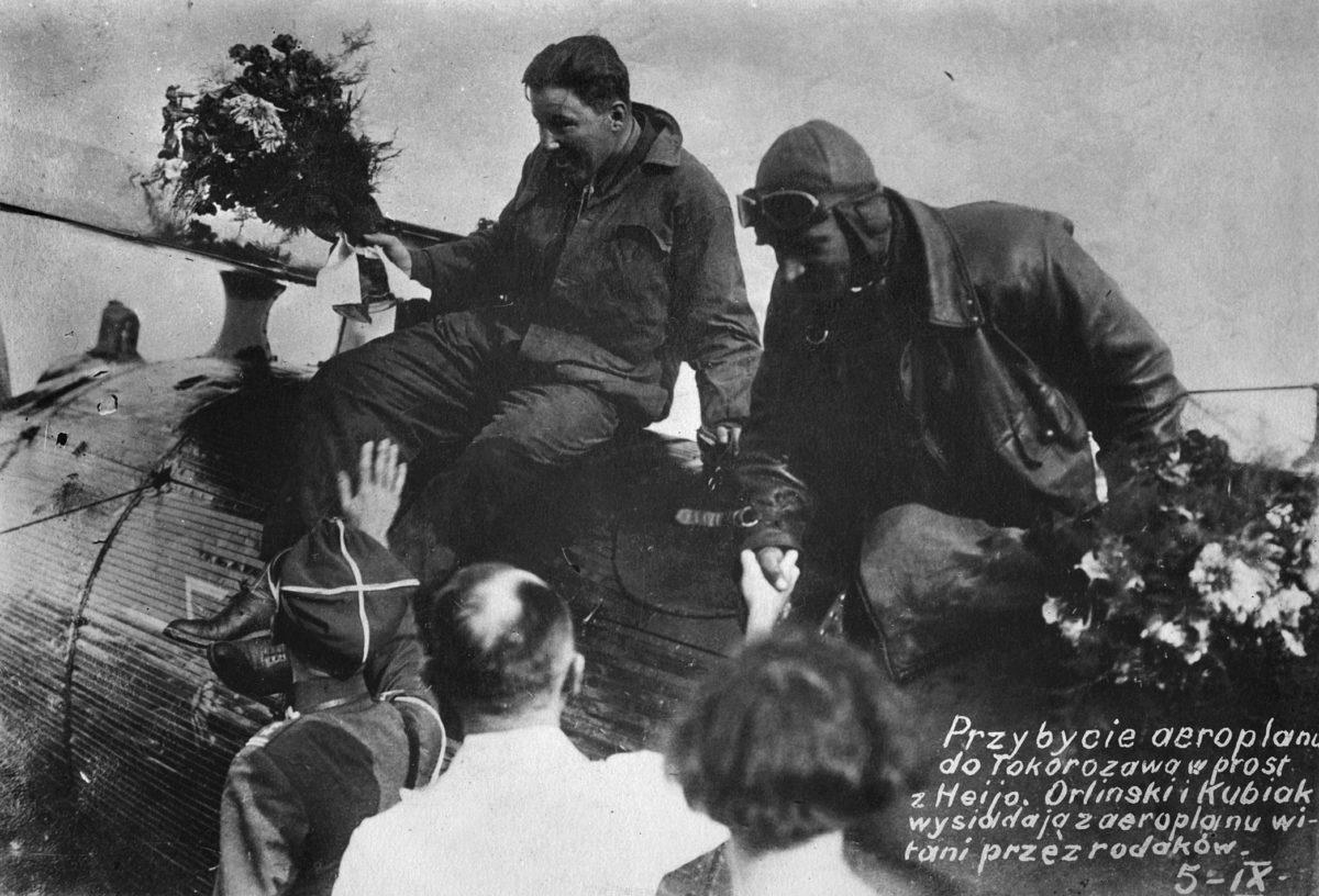 W dniach 27 sierpnia-25 września 1926 r., na samolocie Breguet XIX, pil. Bolesław Orliński wraz z mech. Leonardem Kubiakiem dokonali kilkuetapowego przelotu z Warszawy do Tokio. W Japonii polscy lotnicy spotkali się z entuzjastycznym przyjęciem.