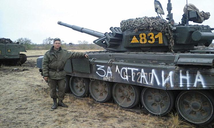 """T-72B3 """"831"""" z200.BZ. Napis """"Za Stalina"""" jest legendą, sugeruje, że to czołg separatystów, którzy często stosowali nazwy własne lub napisy propagandowe."""