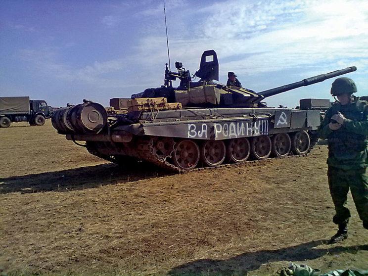 """T-72B3 z200. BZ (""""824""""?) zdezinformującym napisem """"Za Rodinu""""."""