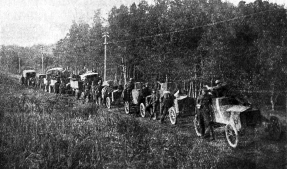 Polskie zagony pancerno-motorowe w 1920 r.. Samochody pancerne Ford FT-B w marszu.