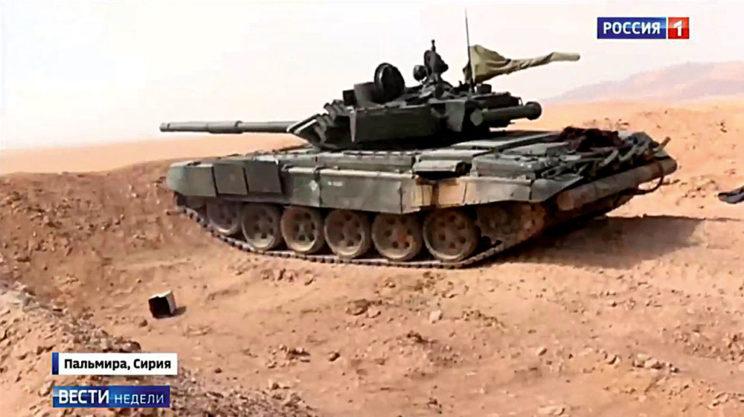 Kadr telewizji Rosija1 – syryjski T-72B3 na pozycji bojowej wrejonie Palmyry.