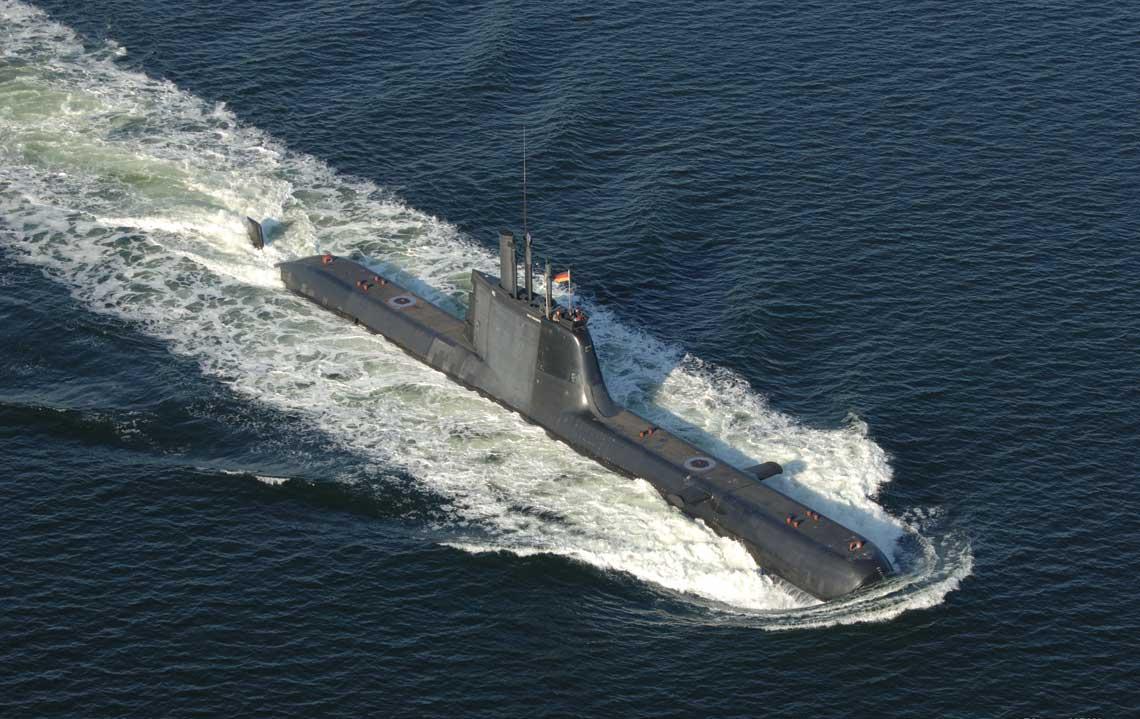 Wszystkie typy oferowanych Polsce przez tkMS okrętów podwodnych wyposażono standardowo w system AIP, który zaprojektowano w sposób minimalizujący pola fizyczne zdradzające obecność jednostki w zanurzeniu. Zainstalowano go dotąd na 26 okrętach podwodnych i jest on jedynym systemem AIP używanym operacyjnie przez floty NATO. Na zdjęciu portugalski Tridente typu 214 (209PN).  Fot. tkMS