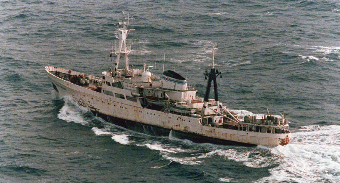 Ostatni z serii 11 statków oceanograficznych projektu 850 – Boris Dawydow, sfotografowany na początku lat 90. Fot. US Navy