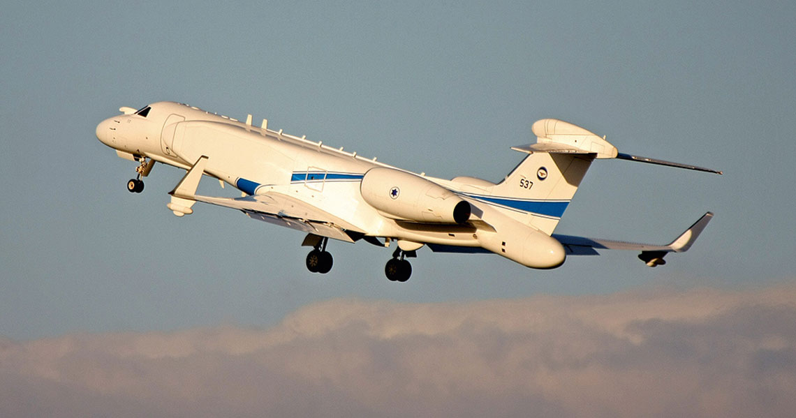 """EL/W-2085 CAEW Sił Powietrzno-Kosmicznych Izraela, które ten typ nazywają Ejtam. Zwracają uwagę liczne anteny łączności na grzbiecie kadłuba oraz """"bulwiaste"""" zakończenie ogona z radiolokatorem pasma S. Fot. IAF"""