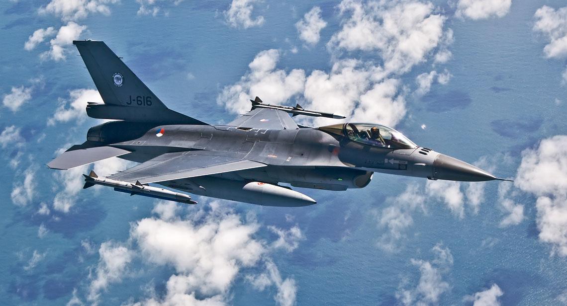 Najstarszym F-16 w służbie Królewskich Sił Powietrznych Holandii jest ten  egzemplarz, dostarczony 14 maja 1982 r. Fot. Mike Schoenmaker