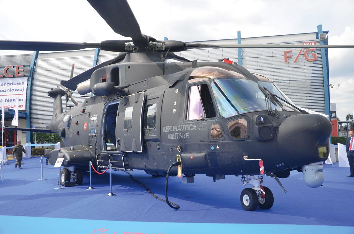W Kielcach aktywnie promował się PZL-Świdnik i jego właściciel Leonardo Helicopters. Świdnicki zakład nie ukrywa, że ma ambicje być dostarczycielem większości śmigłowców dla SZ RP. Stąd obecność w Kielcach HH-101A Ceasar (na zdjęciu) i W-3PL Głuszec.