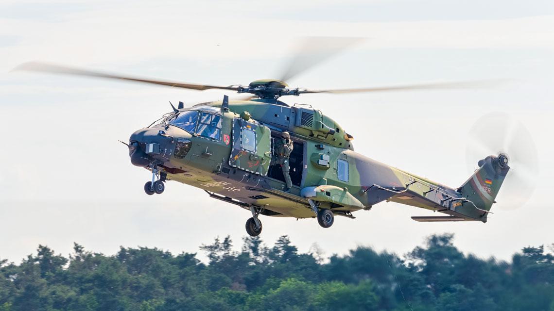 NH90 jest wynikiem współpracy dwóch, rywalizujących ze sobą, europejskich firm śmigłowcowych: Airbus Helicopters i Leonardo Helicopters. I choć Airbus Helicopters ma większościowe udziały w konsorcjum NHIndustries, to jednak włoska linia jest również mocno zaangażowana w produkcję NH90.