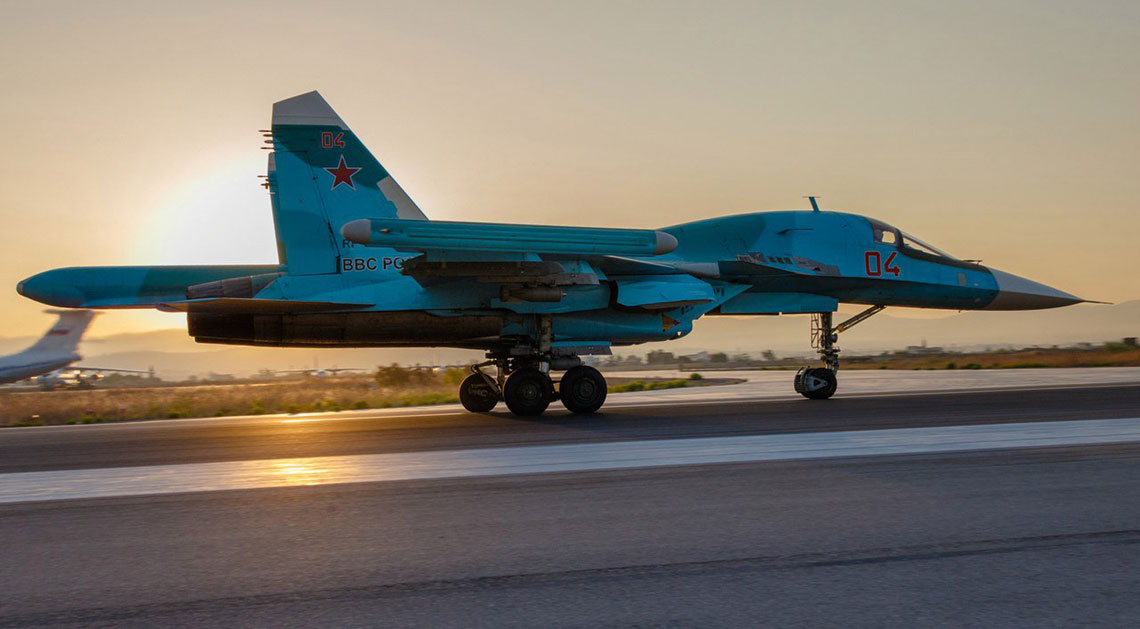 Samolot bombowy Su-34 startuje z Chmejmim do wykonania kolejnego zadania bojowego. Fot. MO FR